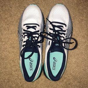 New never worn asics running shoes